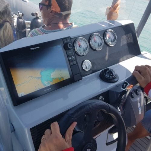 raymarine-highfield-860-customized-diving-e1558499653821